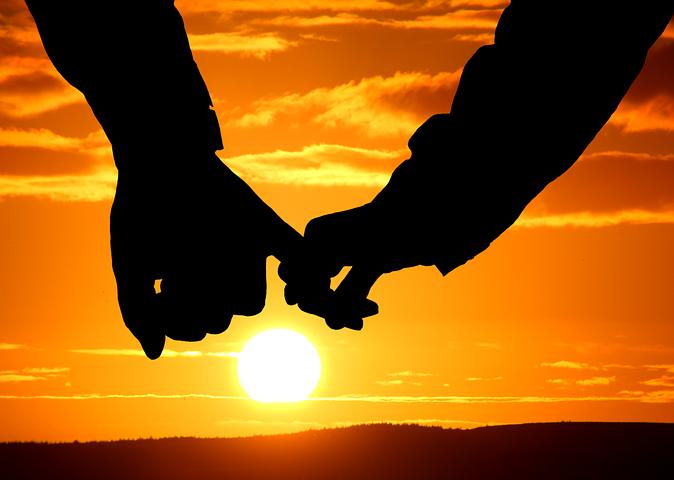 Cantecele sufletelor pereche: Cele mai frumoase poezii de dragoste - Poza 1
