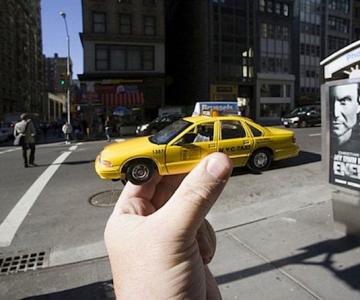 Turism cu iluzii optice, de Michael Hughes