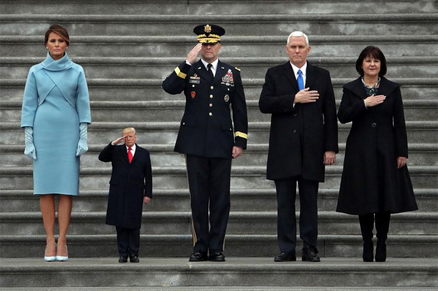 Donald Trump, ridiculizat de internauti, in poze haioase - Poza 16