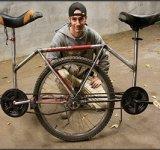 Doi pe jumatate de bicicleta