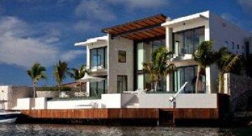 Casa Bonaire pluteste prin Caraibe