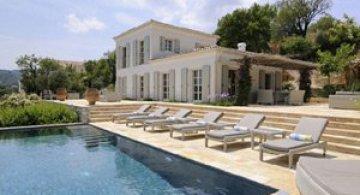 Revelion la Vila Atolokis in Corfu?