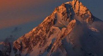 Despre cum vine muntele la Atif Saeed