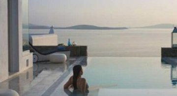 Pretentii? Mykonos Grand Hotel!