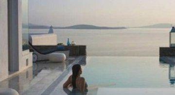 Pretentii? Mykonos Grand Hotel!