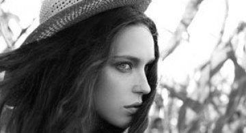 Frumuseti absurde, de Lena Erysheva