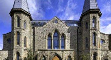 Duplexul din capela, in Notting Hill, Londra