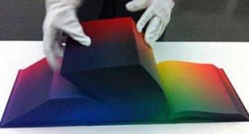 Atlasul culorilor RGB, de Tauba Auerbach