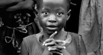 Povestea orfanilor dansatori din Uganda, spusa de Doug Menuez