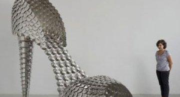 Pantofii supra-dimensionati ai Joanei Vasconcelos