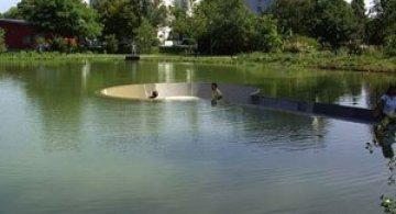Sub lac in parc, in Austria