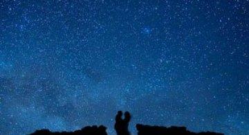 Logodna la lumina stelelor