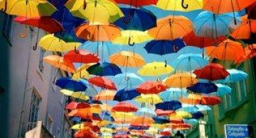 Cerul colorat de umbrele, in Agueda, Portugalia