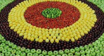Un covor din fructe pentru Kenzo