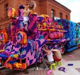 Locomotiva imbracata in lana de Olek