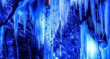Alpinism pe cascadele inghetate din Norvegia