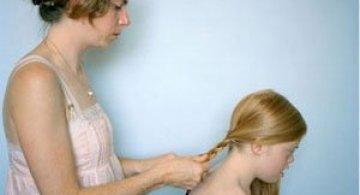 Emotionant: Mama si fiica cu sindromul Down se fotografiaza una pe alta