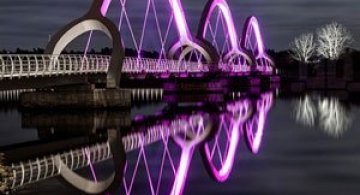Cel mai lung pod pietonal din lume, superb iluminat