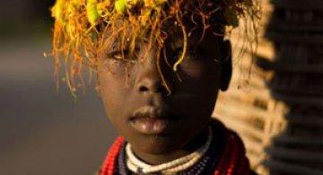 Trib pe cale de disparitie din Etiopia in portrete elegante