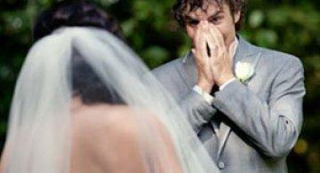 Emotionant: Mirii isi vad miresele pentru prima oara
