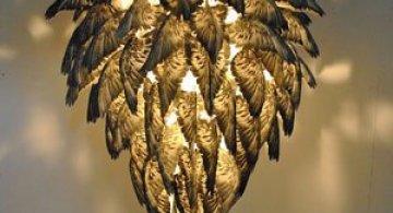 Candelabrul din pene de porumbel, de Lauren Charlton