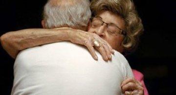 Cupluri care rezista de 50+ ani in fotografii
