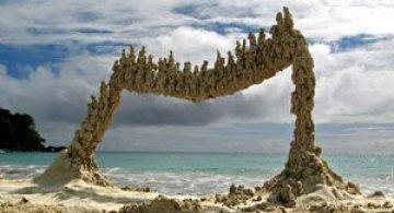 Sculpturi de nisip care sfideaza gravitatia