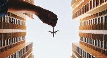 Cu avionul de jucarie, de Varun Thota