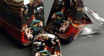 Loren Stump picteaza in sticla feliata