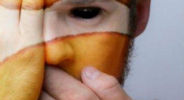 Fata salbaticiei: Expresia oamenilor captivi in pielea animalelor salbatice