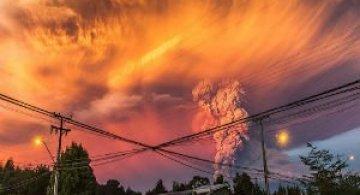 O manifestare nestapanita a vulcanului Calbuco, in 11 poze explozive