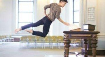 Dansand prin aer: Ipostazele unui artist care sfideaza gravitatia