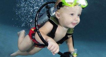 Pitici inotatori: Cele mai simpatice poze subacvatice cu bebelusi