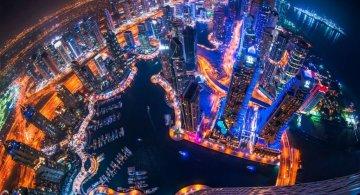 Dubaiul pe timp de noapte, in imagini ce par din filme SF