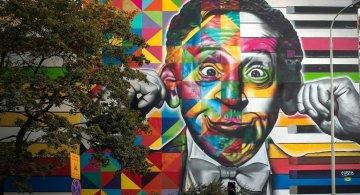 Strazi cenusii, animate de picturi murale uriase