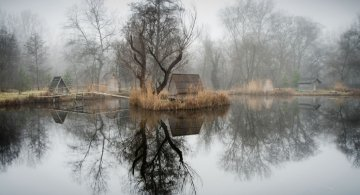 Frumosul firesc al unui sat de pescari, in poze mistice
