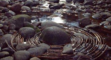 Ansambluri artistice cu resturi din natura