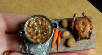 Delicii culinare miniaturale, de Kim Clough