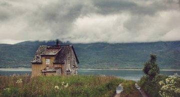 Frumusetea caselor abandonate de pe taramurile nordice