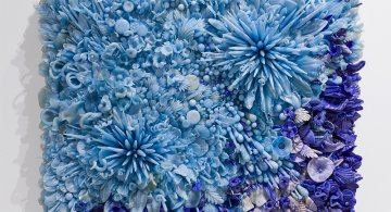 Sculpturi din sticla presata, de Amber Cowan