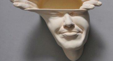 Minti deschise: Sculpturi suprarealiste din portelan