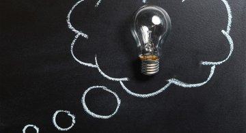 Studiu: Oamenii uituci sunt mai inteligenti