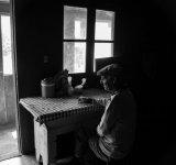 Griul singuratatii: Povestile batranilor izolati, intr-un pictorial emotionant