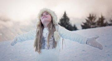 """""""Iar prin crengile cochete, flori de marmura anina..."""" Cele mai frumoase citate despre iarna"""