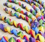 Arta culinara avangardista: Pastele multicolore ale Lindei Miller