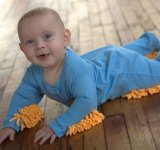 Body-ul cu mop atasat, inventia haioasa care schimba viata proaspetelor mamici