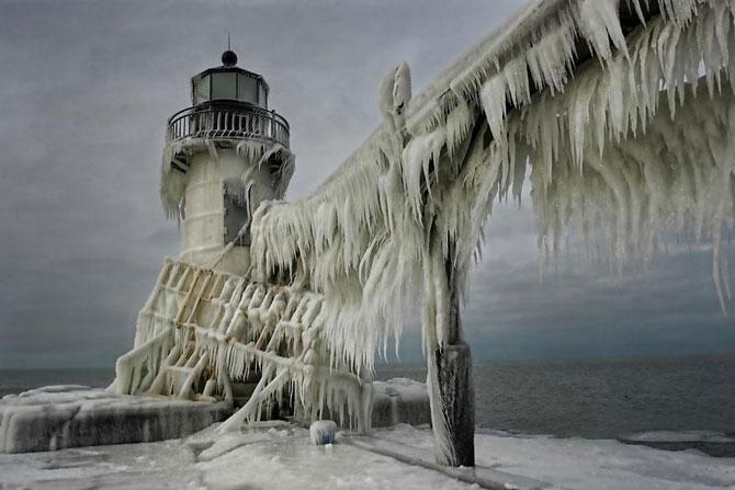 10 faruri inghetate pe malul Lacului Michigan - Poza 2
