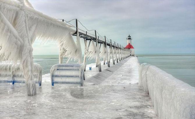 10 faruri inghetate pe malul Lacului Michigan - Poza 4