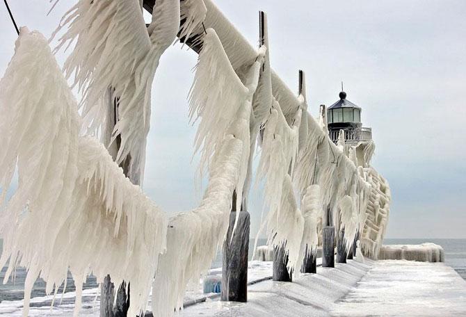 10 faruri inghetate pe malul Lacului Michigan - Poza 6