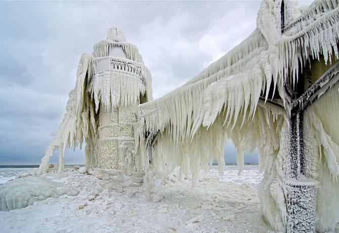 10 faruri inghetate pe malul Lacului Michigan - Poza 8